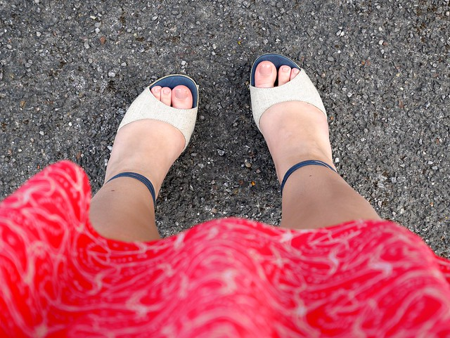 UK fashion blogger laurenella very UGG sandals summer dress outfit