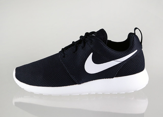 nike-wmns-roshe-run---black-white-volt_2