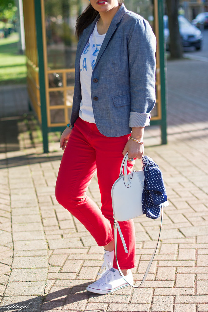 graphic tee, chambray blazer, red jeans, converse-2.jpg