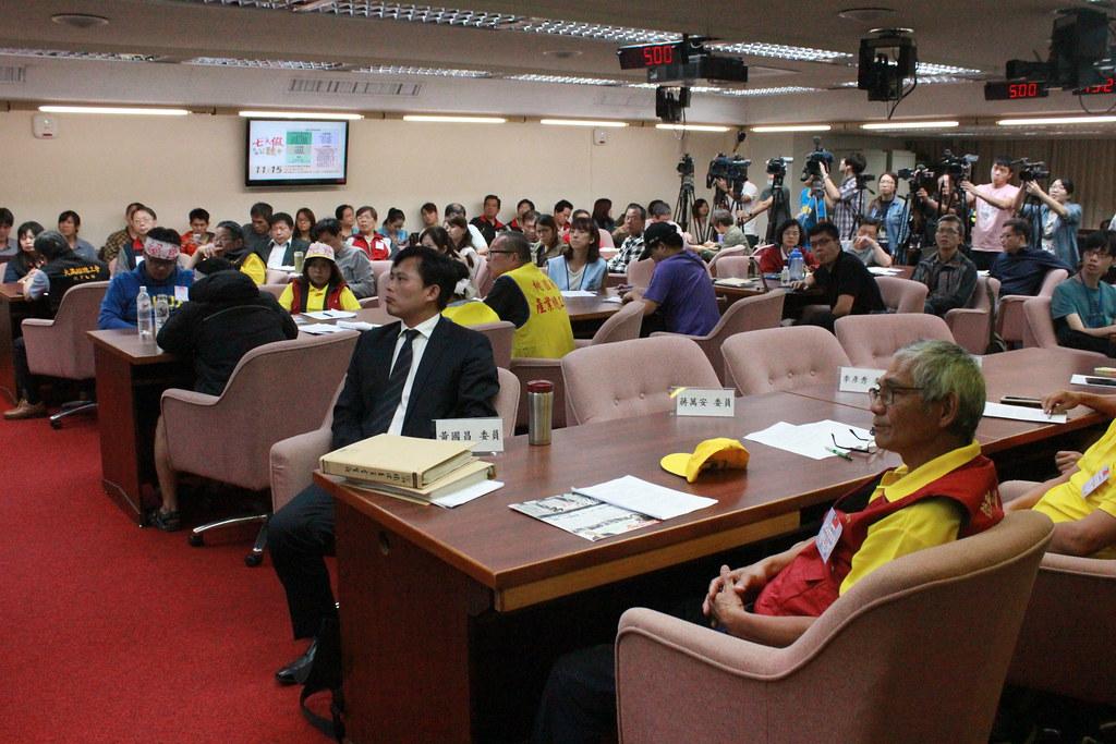 七天假民間公聽會,工會、學界、政黨各界代表皆參與。(攝影:張宗坤)