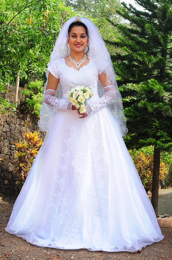 Wedding Dress  Ping In Kerala : Christian bride wedding gown indian