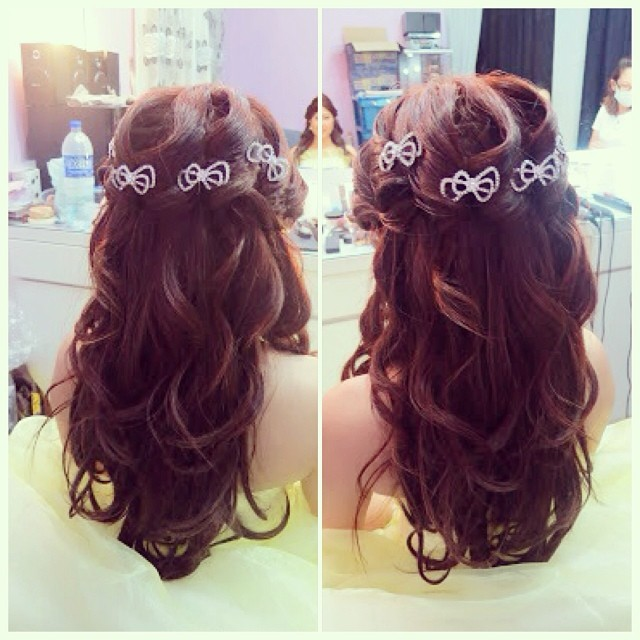 wedding dinner hair style wedding dinner hairdo princess wavy hairstyle with bows b 8360