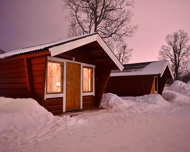 Cabañas de madera en el camping de Tromso