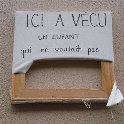 photo. Black Bedroom Furniture Sets. Home Design Ideas