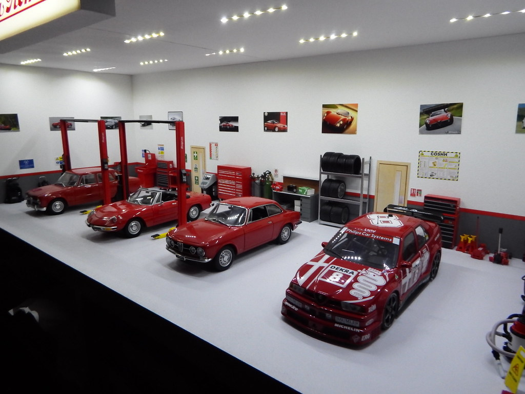 1 18 alfa romeo garage diorama 005 markalfa83 flickr for Garage alfa romeo antony