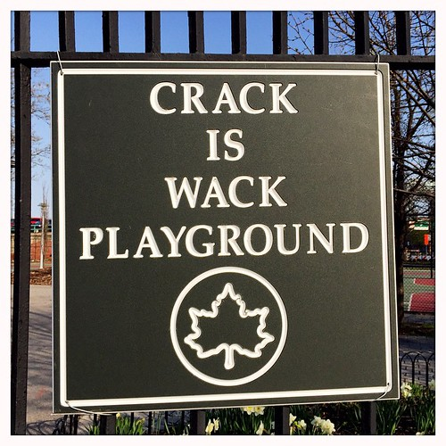 Keith haring 39 s 39 crack is wack 39 playground new york for Crack is wack keith haring mural