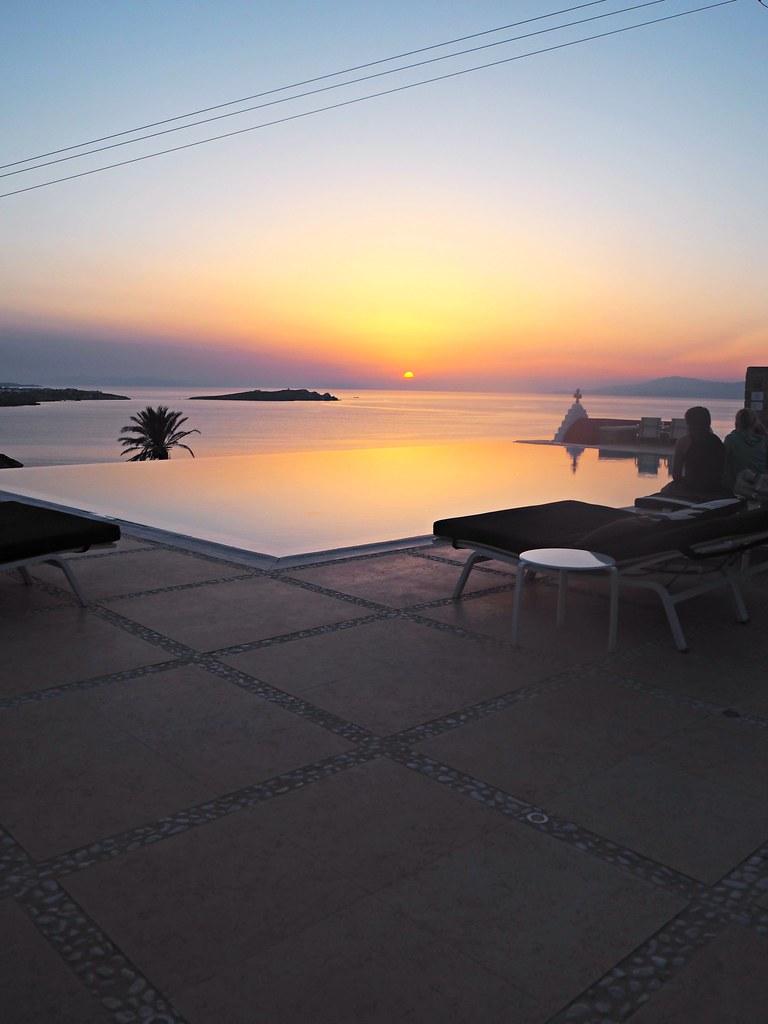 Bill & Coo suites mykonos sunset cocktails 7