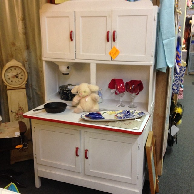 Antique hoosier cabinet and flour sifter from ve for Antique kitchen cabinets with flour sifter