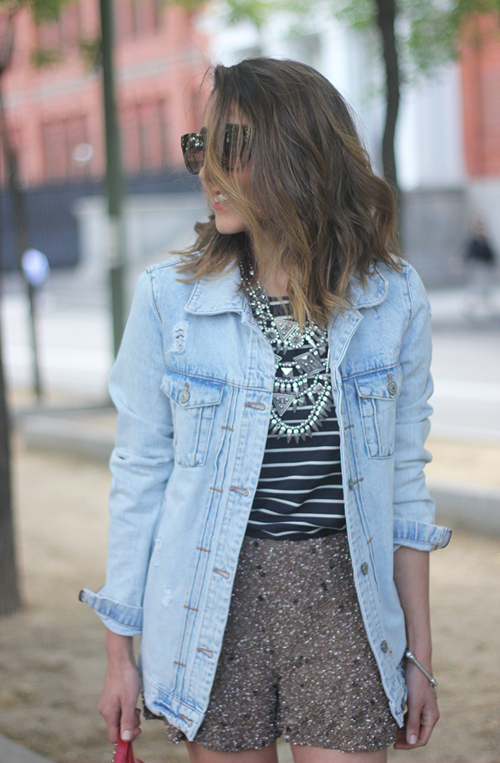 denim jacket sequins shorts striped top outfit06