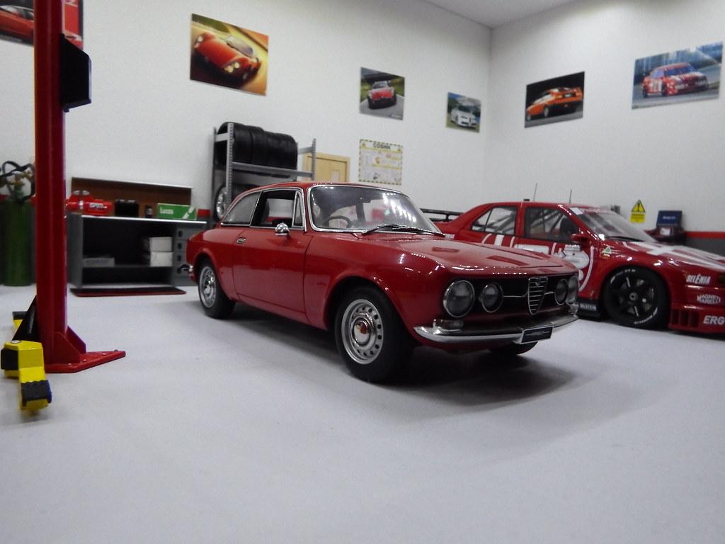 1 18 alfa romeo garage diorama 009 autoart 1 18 alfa romeo flickr. Black Bedroom Furniture Sets. Home Design Ideas