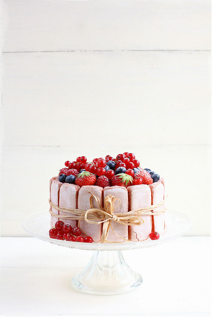 charlotte rose aux fruits rouges et champagne perles de ro. Black Bedroom Furniture Sets. Home Design Ideas