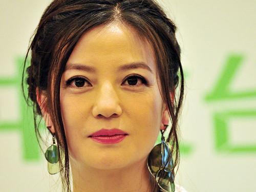 У Китаї чоловік судиться з популярною актрисою — вона занадто пильно дивиться на нього з телевізора