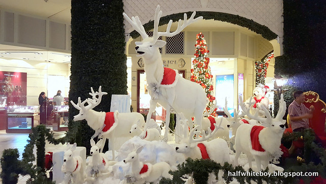 halfwhiteboy powerplant mall christmas decor 2016 01