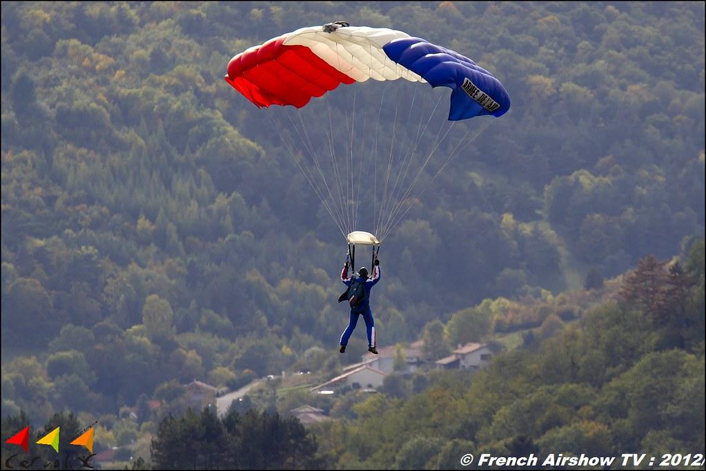 Ambassadeurs parachutistes de l'armée de l'air Cervolix Plateau de Gergovie Auvergne Comment faire photos de Meeting Aerien 2012