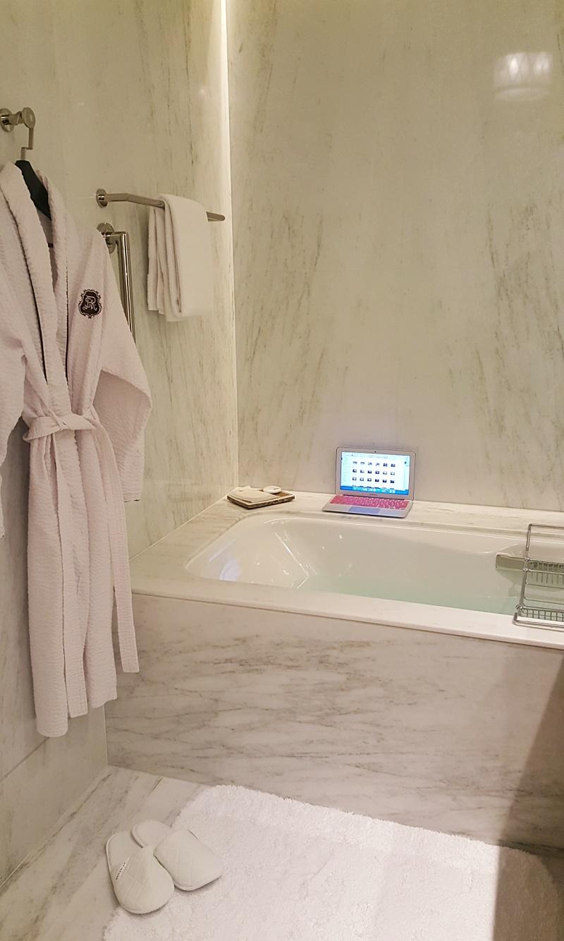 St. Regis Hotel Macau bathtub
