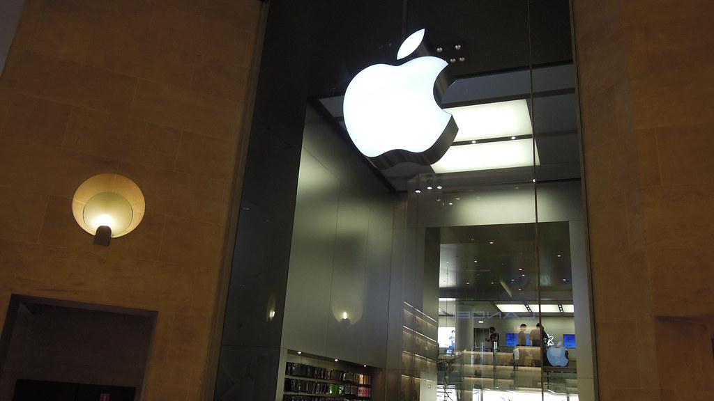 Apple Store Carrousel Du Louvre Paris The Carousel Du