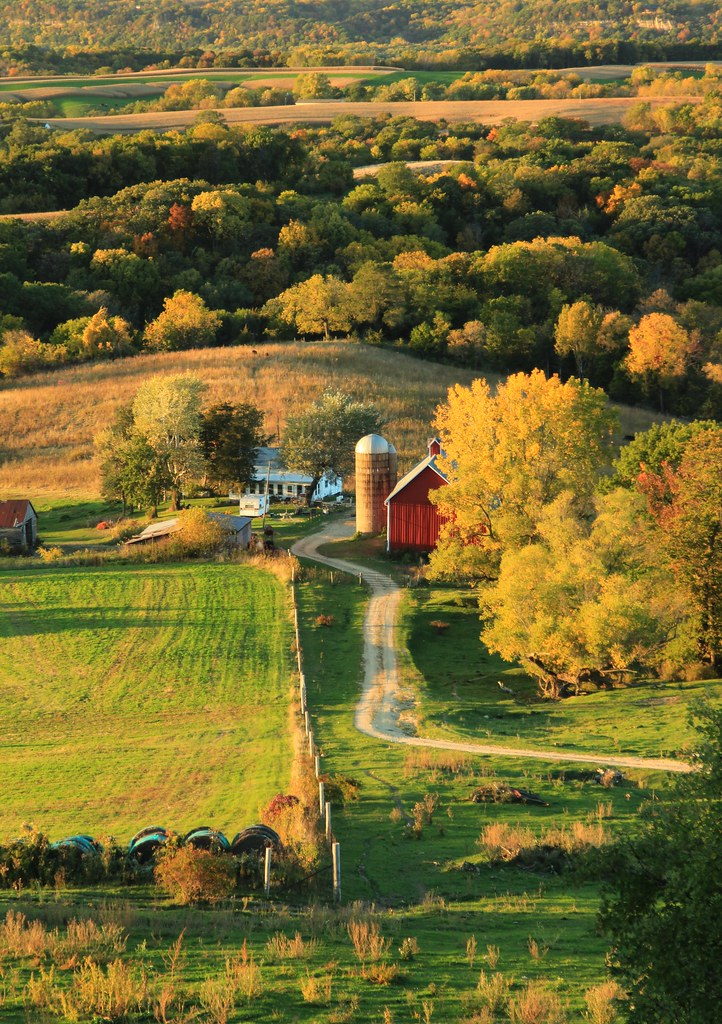 sunset farm rolling hills of dubuque county in northeast