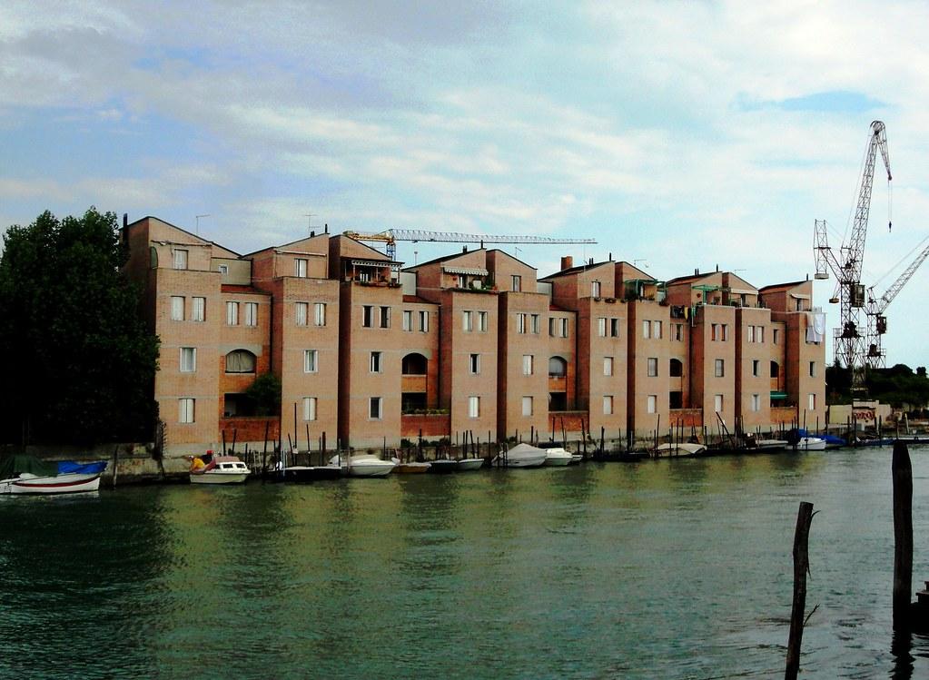 Gino valle quartiere residenziale ex area trevisan iso for Aldo rossi architettura della citta