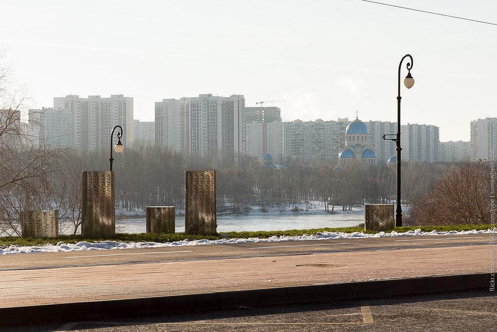 Улица Борисовские пруды в Москве и вид на Борисово