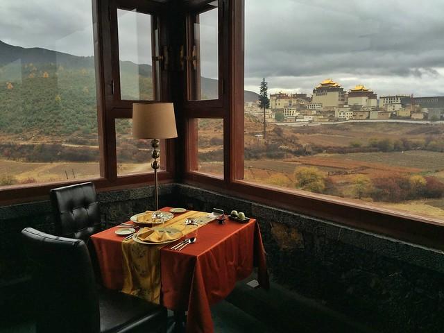 Songtsam de Shangri-La con vistas al monasterio de Songzanlin (Yunnan, China)