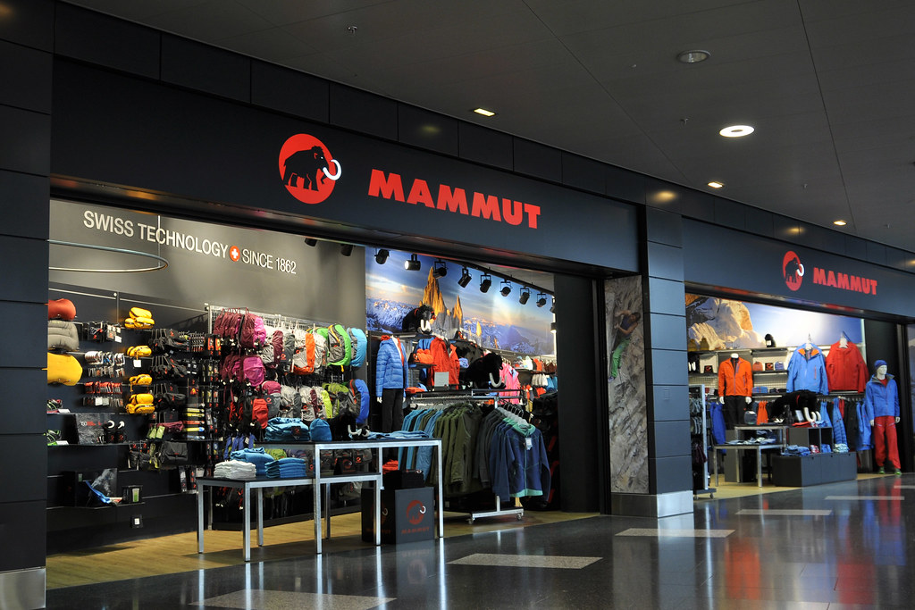 mammut store zurich airport. Black Bedroom Furniture Sets. Home Design Ideas