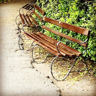 #Imagine the #stories these #parkbenches have heard and lain witness to.. Just before the #park closed at #SaintStephensGreens in #Dublin .. #gothamchickindublin #Ireland #InThePark #workcanbefun #lovewhatyoudo