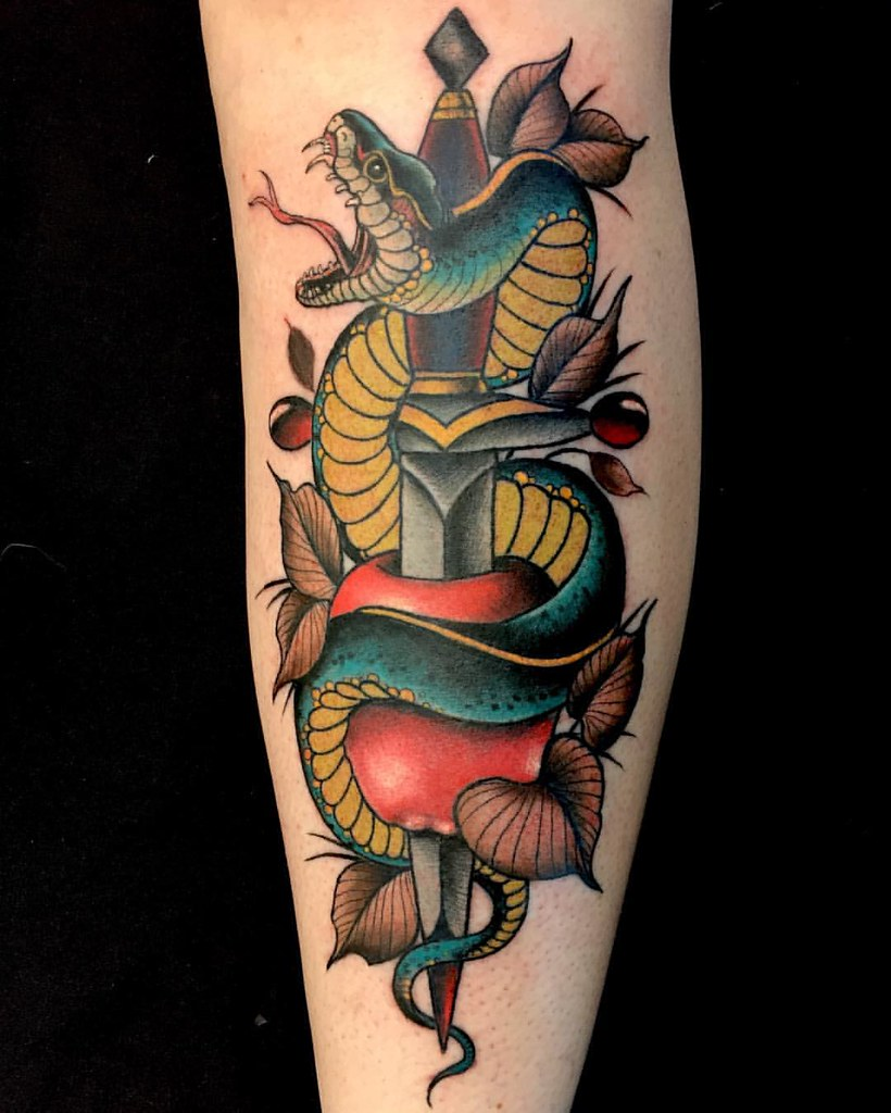 Forasteiro Tattoo Tattoo Serpente: Finished This #rad #neotraditional #snake #dagger And #app