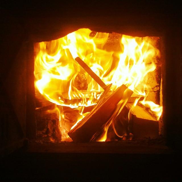 feuer so ein kachelofen macht mollig warm mehr nicht abe flickr. Black Bedroom Furniture Sets. Home Design Ideas