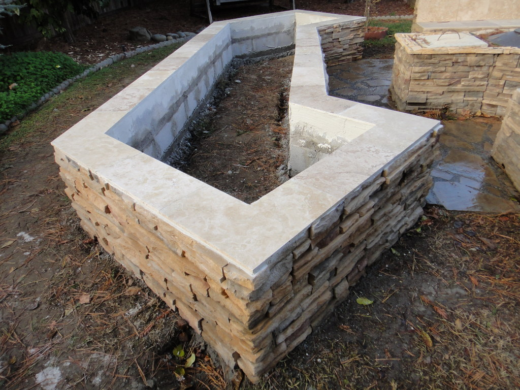Cultured Stone Planter Box With Travertine Tile Cap In Dav ...