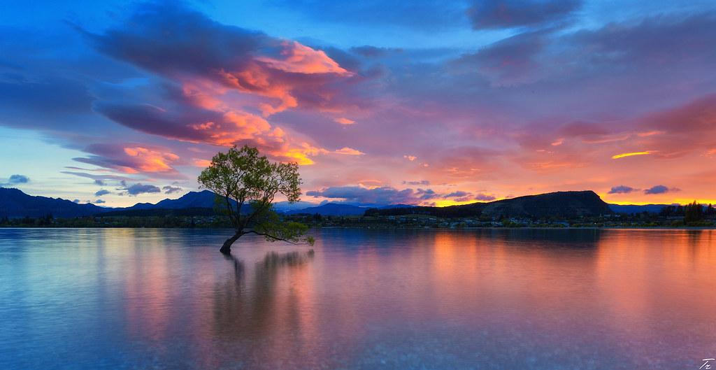 Sunrise at Lake Wanaka, New Zealand