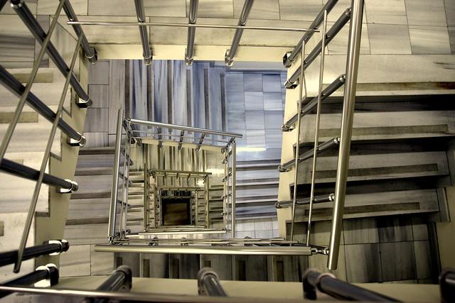 photo couleur d 39 un escalier noir et blanc flickr photo. Black Bedroom Furniture Sets. Home Design Ideas