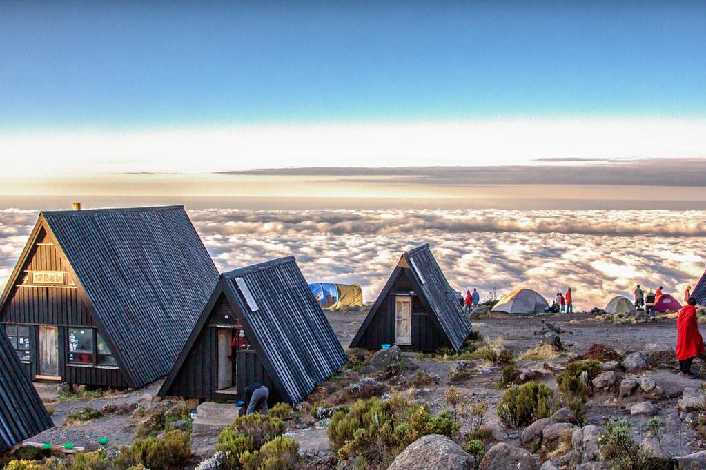 Horombo Hut   Auf 3270 Metern liegt die Horombo Hütte ...