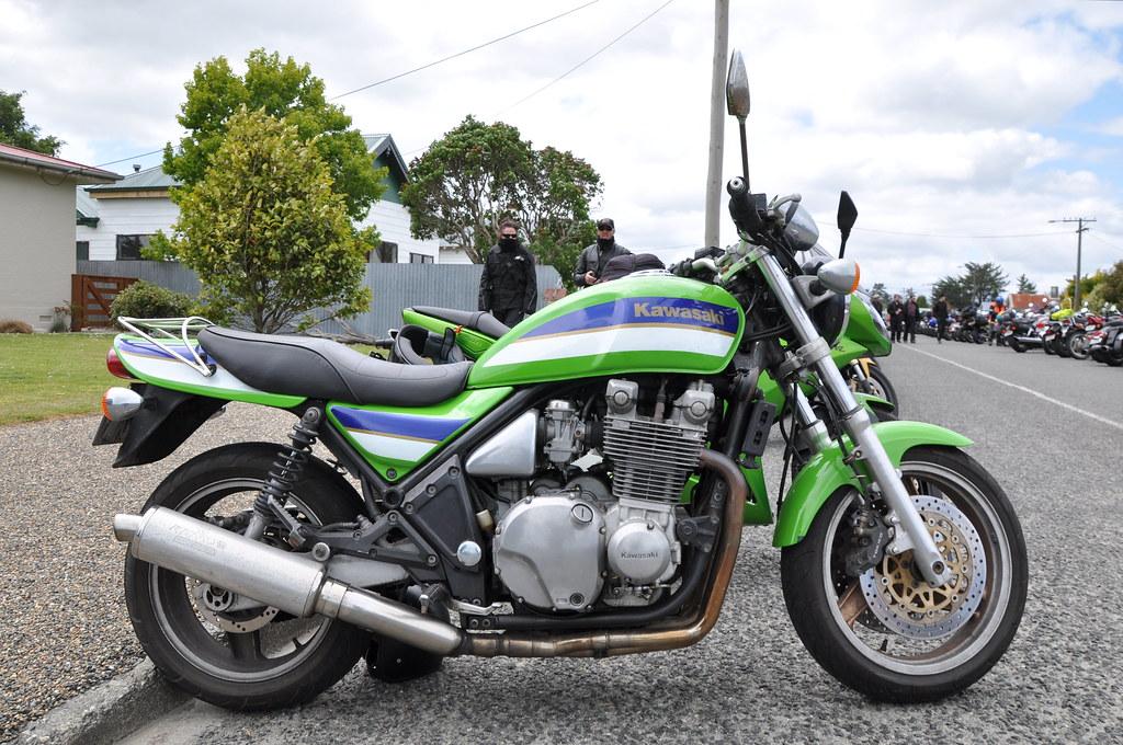 19 B 1996 Kawasaki Zr 1100 With Remus Performance Can Ze