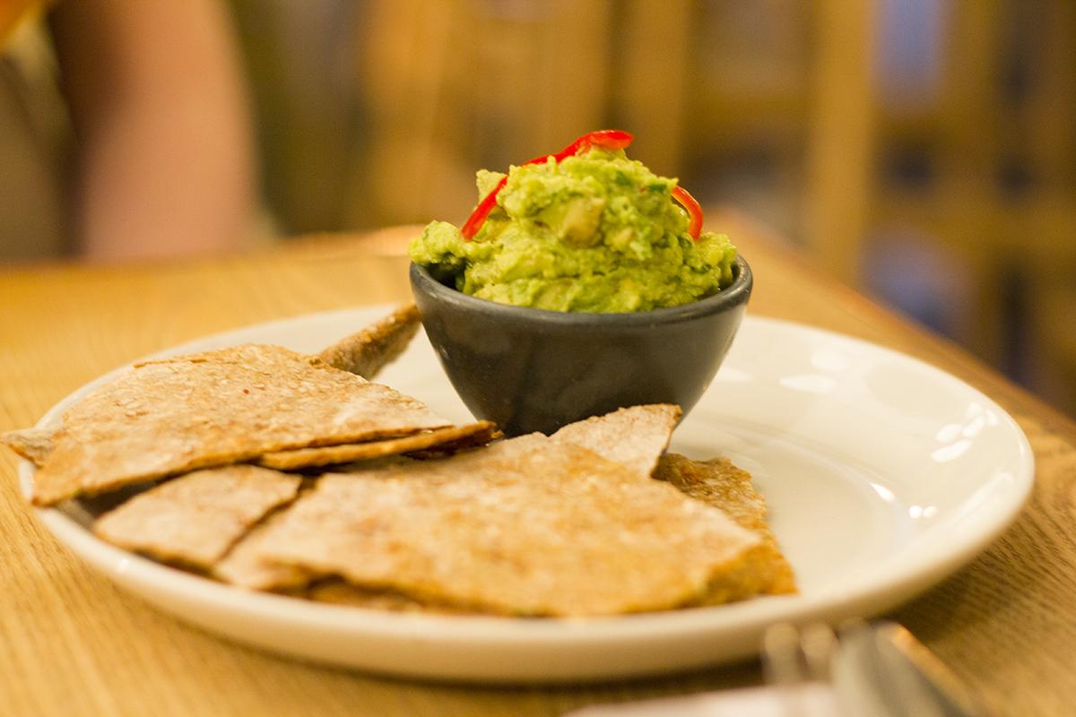 evelyns-avocado-dip-chips