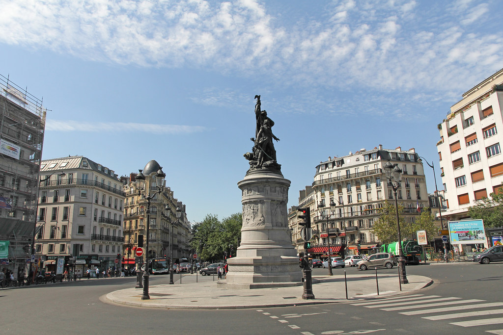 Place de clichy paris france place de clichy 23 08 for Place de clichy castorama