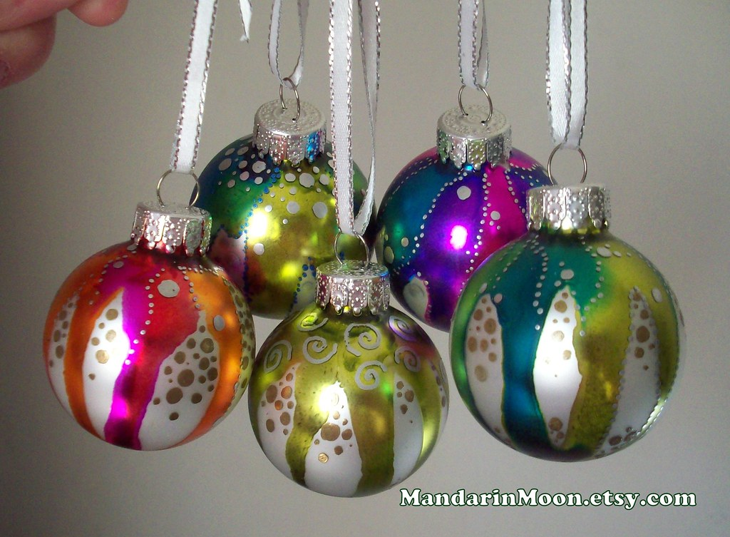Hand painted christmas ornaments glass satin finish for Glass christmas ornaments to paint