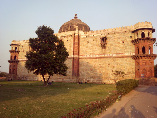 Rear view of Qila-e-Kuhna Mosque in Purana Qila