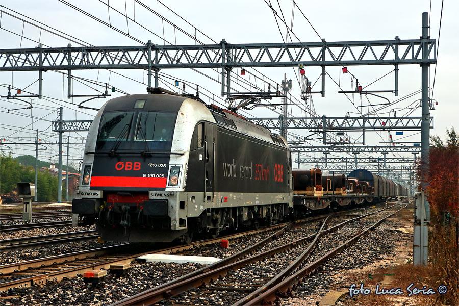 Bb 1216 025 rail cargo carrier italia la taurus e190 for B b italia carugo
