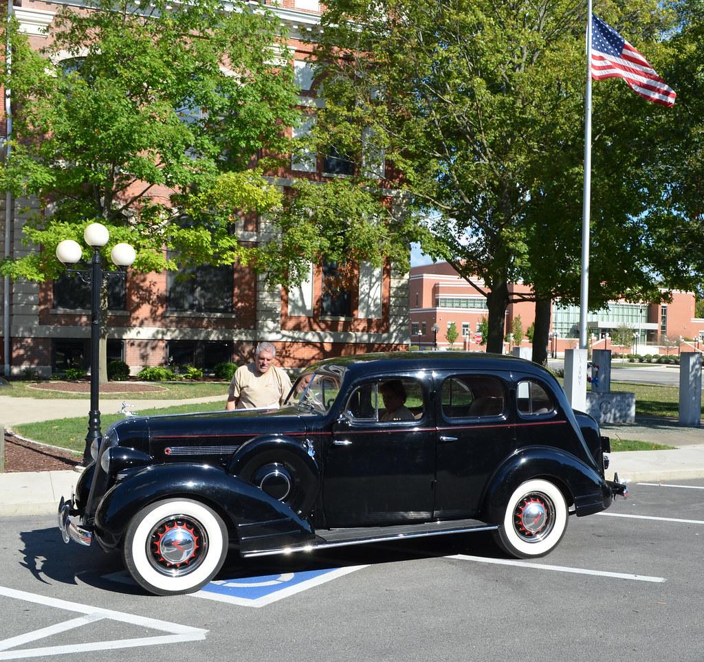 1935 pontiac 35 pontiac 8 4 door sedan pontiac oakland for 1930 pontiac 4 door sedan