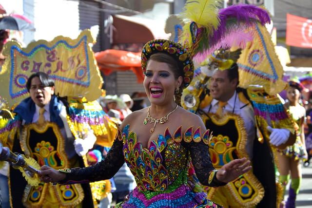 Maricruz Rivera, presentadora de TV y esposa del alcalde de La Paz, Luis Revilla (atrás)