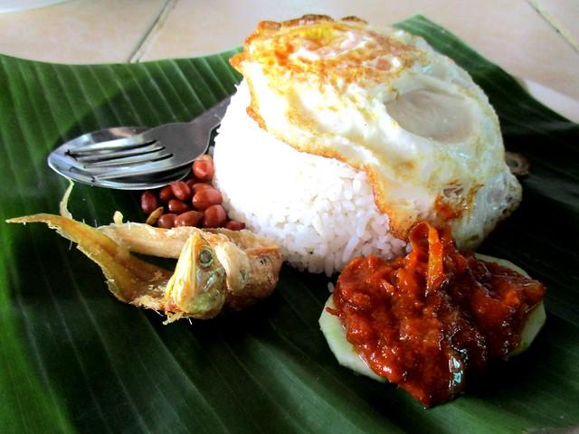Hari Hari Daun Pisang nasi lemak biasa