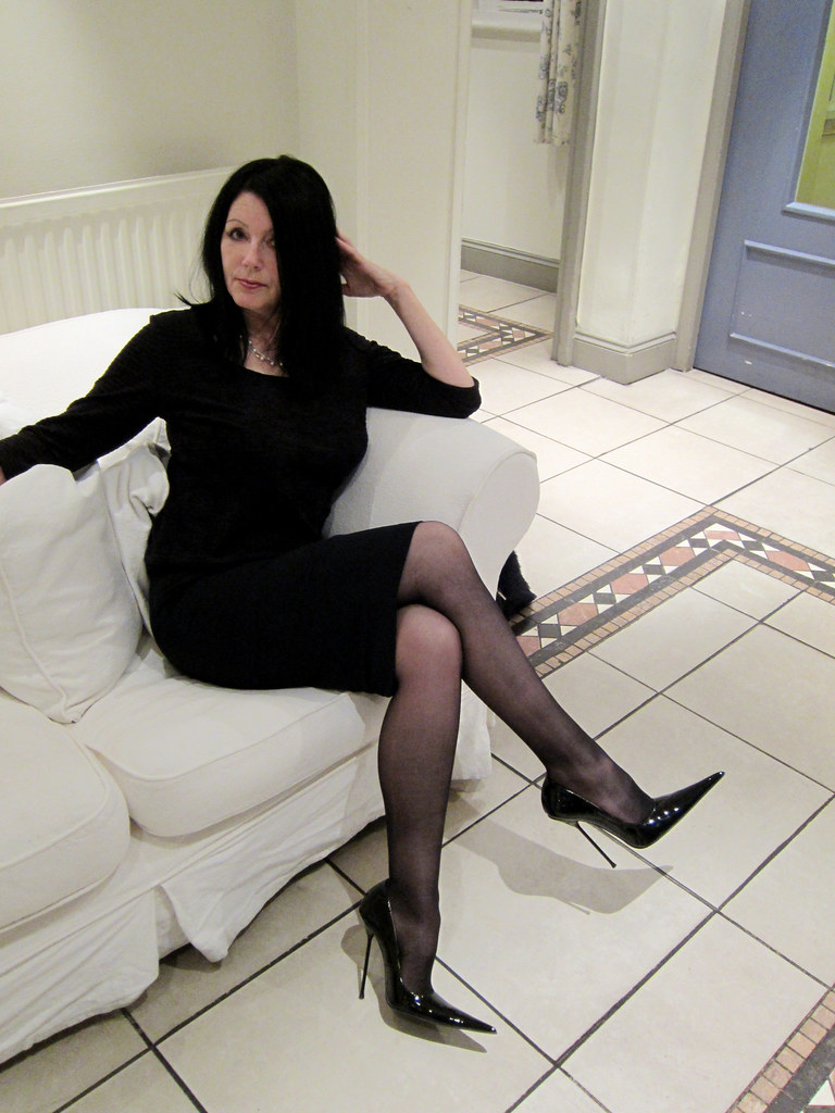 sarah of rosa in high heel black patent pointed stilettos. Black Bedroom Furniture Sets. Home Design Ideas