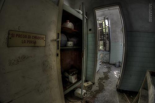 Si prega di chiudere la porta close the door flickr - Chiudere la porta ...
