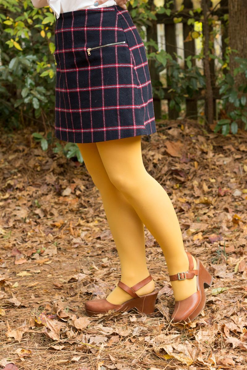 Primark Plaid Mini Skirt Mustard Yellow Tights Tawny brown Clogs