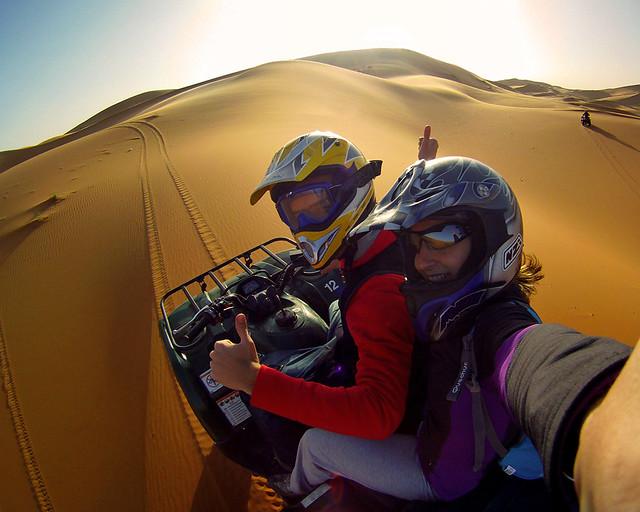 Rutita en motos por el desierto del Sahara, una experiencia muy guapa para la que fuimos con seguro de IATI