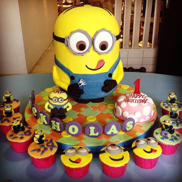 Birthday Cake Images With Cartoon Character : A birthday Minion tart cake is made from icing and styrofo ...