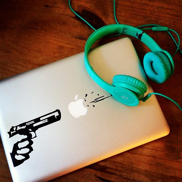 how to connect beats to macbook