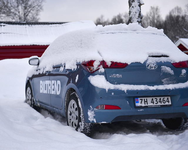 Nuestro coche enterrado en nieve