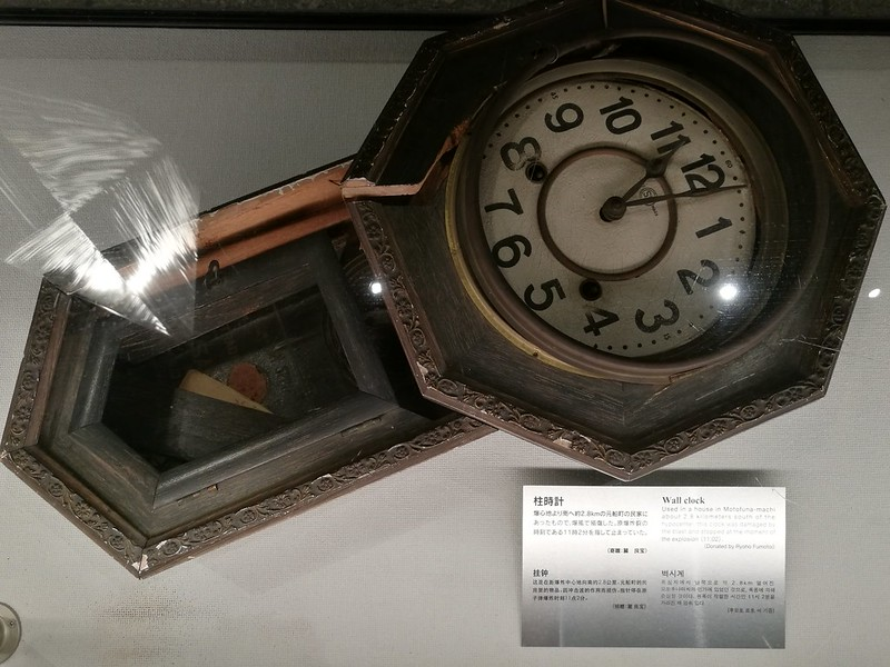 The clock stopped exactly when the bomb was dropped on Nagasaki on 9 August 1945, same day as Singapore's National Day.