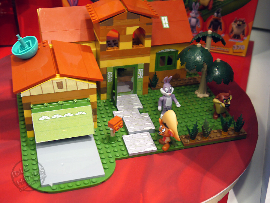 Toy Fair 2014 Character Group Looney Tunes Construction Se
